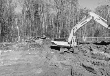 construction crane excavating