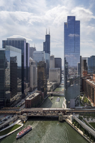 150 North Riverside Plaza building on Chicago River
